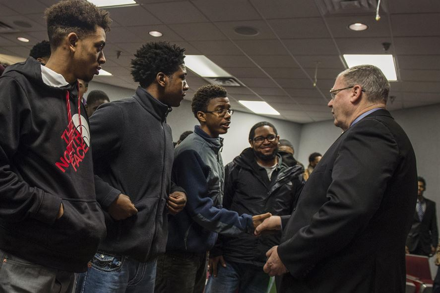 Deputy Defense Secretary Bob Work presenting his challenge coin to students from the Dayton, Ohio.