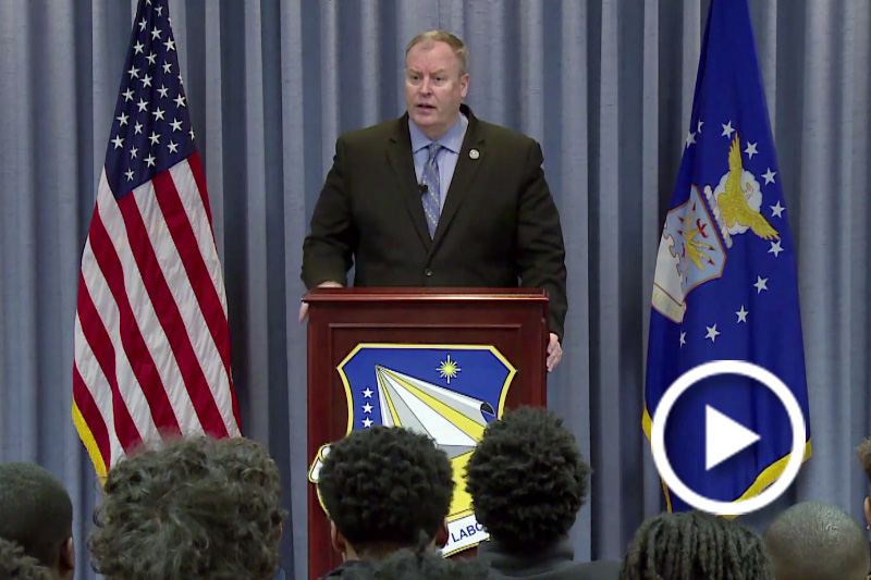 Screen grab of Deputy Defense Secretary Bob Work speaking at a podium.