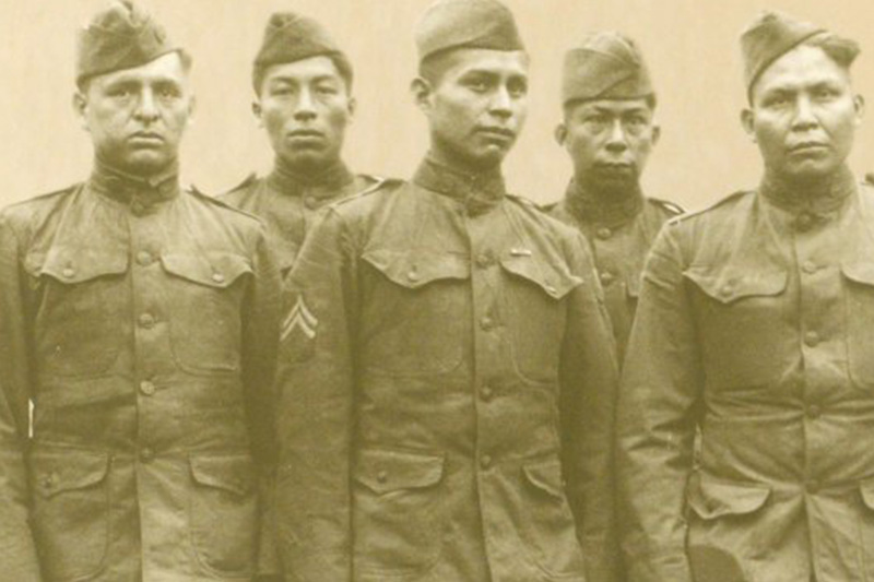 Choctaw soldiers pose for a photograph in 1918.