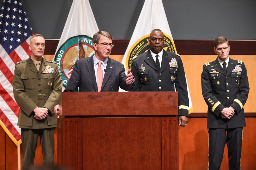 Defense Secretary Ash Carter, flanked by Marine Corps Gen. Joseph F. Dunford Jr., chairman of the Joint Chiefs of Staff, left, and Army Gen. Lloyd J. Austin III, commander of U.S. Central Command.