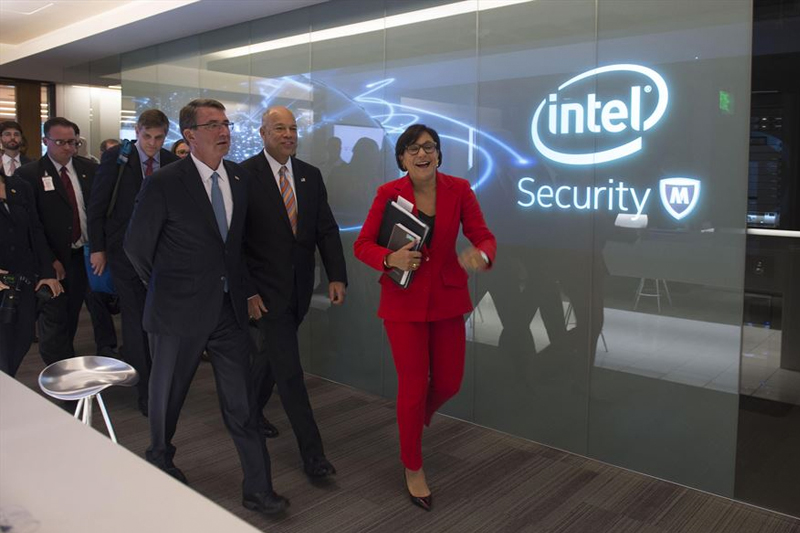 Defense Secretary Ash Carter walks with Homeland Security Secretary Jeh Johnson and Commerce Secretary Penny Pritzker