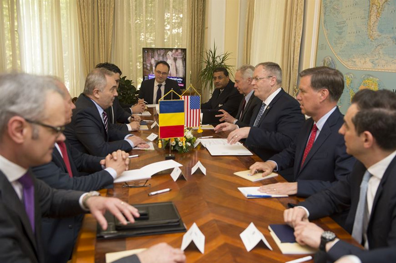 Deputy Defense Secretary Bob Work meets with Romanian Foreign Affairs Minister Lazar Comanescu