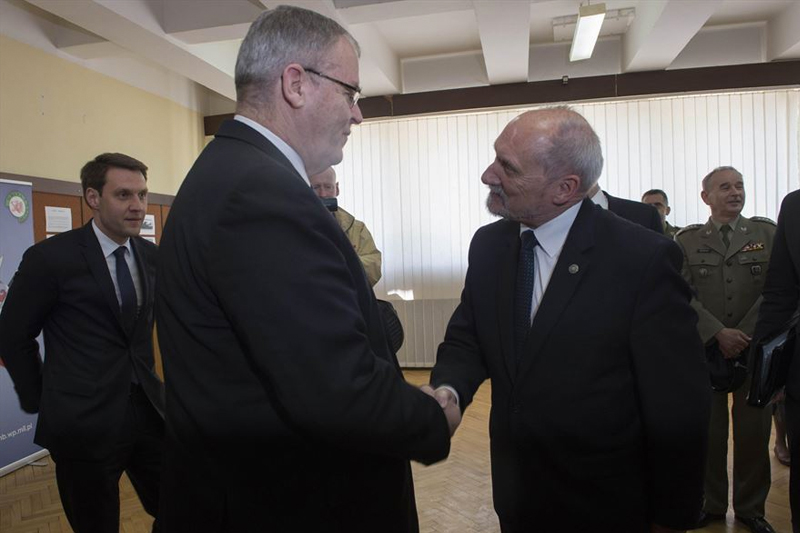 Deputy Defense Secretary Bob Work exchanges greetings with Polish Defense Minister Antoni Macierewicz